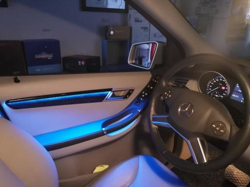 奔驰r300升级室内氛围灯12色